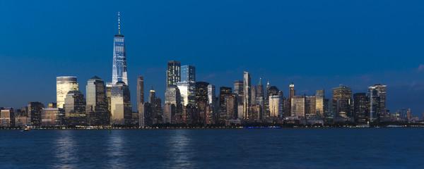 Fototapete - JUNE 4, 2018 - NEW YORK, NEW YORK, USA  - New York City Spectacular Sunset focuses on One World Trade Tower, Freedom Tower, NY