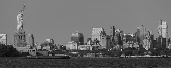 Fotomurales - JUNE 7, 2018, New York, NY,  USA - Statue of Liberty looks toward Brooklynm, NY