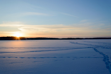 Skandinavien winter sunset frozen lake