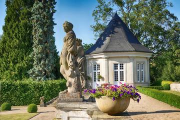 Skulptur im Park von Schloss Schwöbber in Aerzen-Königsförde