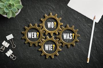 """Fragen """"Wer, Wie, Was und Wo"""" in ineinandergreifenden Zahnrädern"""