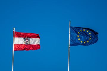 Flagge von Österreich und der Europäischen Union zur EU Präsidentschaft
