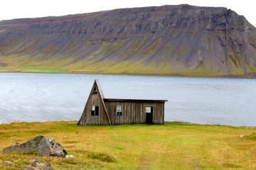 drewniany domek z roadtripa po Islandii