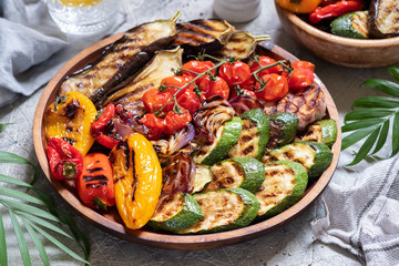 Fotobehang Groenten Grilled vegetables platter