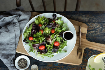 lettuce Salad with Balsamic Vinegar