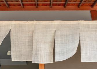 軒下の暖簾