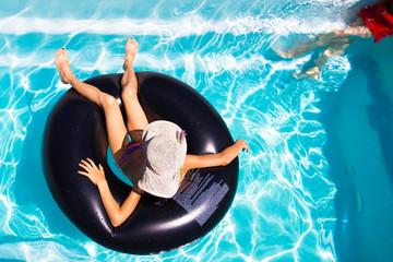 détente sur la piscine