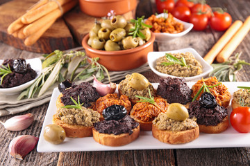 bread toast with tapenade
