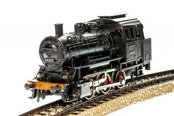 Alte Lokomotive einer Modelleisenbahn in H0-Größe aus den 1950ern