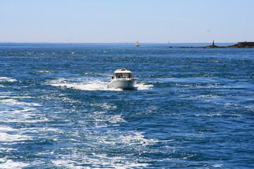 bateau à moteur,tourisme en mer en bretagne