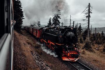 Dampflok der Harzer Schmalspurbahn fährt zum Brocken