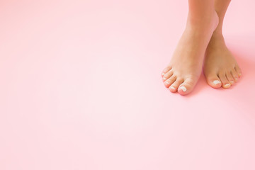 Photo sur Aluminium Pedicure Young, perfect groomed woman's feet on pastel pink background. Care about nails and clean, soft, smooth body skin. Pedicure and manicure beauty salon. Copy space. Empty place for text or logo.