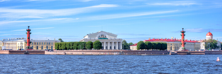 Wall Mural - Panorama of the Neva river with the Stock Exchange, St Petersburg, Russia