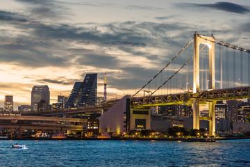 夕暮れの東京の街