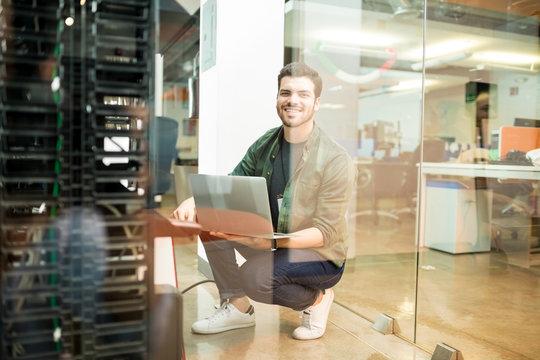 Network engineer working in datacenter