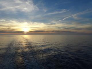 Sonne versinkt im Meer
