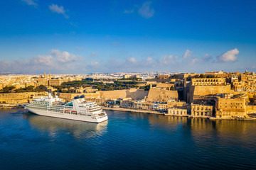 Printed roller blinds Mediterranean Europe Valletta, Malta - Cruise ship in the Grand Harbor at sunrise with the ancient city of Valletta at background