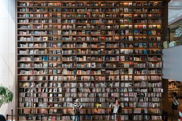 大きい本棚
