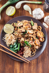 Pad Thai with chicken and shrimp