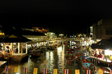 May 12, 2012 : Amphawa Floating Market, Samutsongkhram in Thailand
