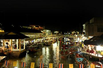 May 12, 2012 : Amphawa Floating Market, Samutsongkhram in Thailand