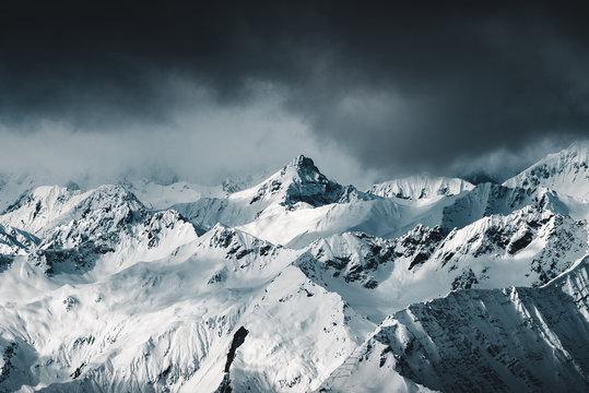 Blick von der Zugspitze auf die Alpen in Bayern und Österreich