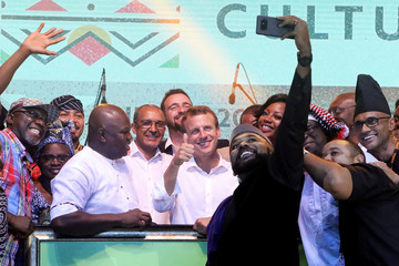 French President Emmanuel Macron poses with Nigerian artists at the Afrika Shrine in Lagos