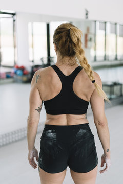 back view sportswoman with powdered hands