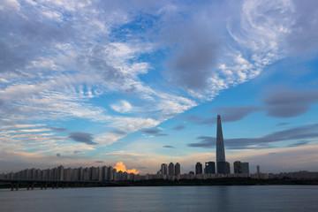 장마 사이의 맑은 하늘