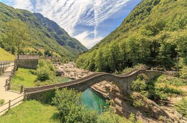 Ponte dei Salti Brücke im Verzascatal in Lavertezzo