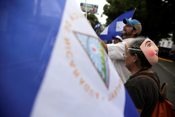 4f519fca59 People hold Nicaraguan flags while forming a human chain to demand justice  for people who died