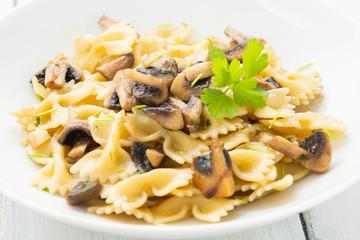 Farfalle ai funghi, cibo italiano