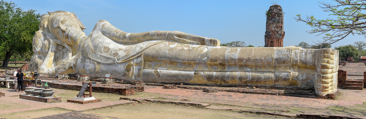 Aluminium Prints Ruins People praying in front of reclining Buddha at Ayutthaya, Thailand