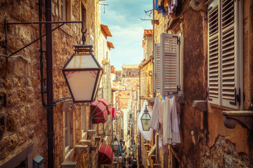 Zelfklevend Fotobehang Smal steegje Famous narrow alley of Dubrovnik old town, Croatia