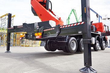 Hydraulic support construction truck