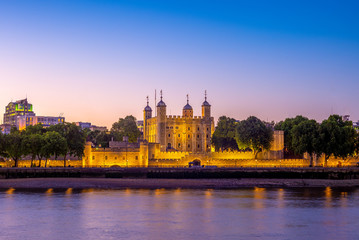 tower of london at night in UK