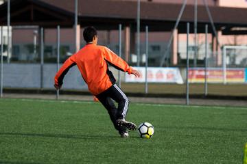 Preparazione al tiro in allenamento di calcio