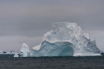 Poster de jardin Antarctique Iceberg in Antarctic sea