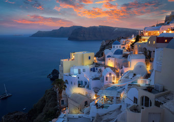Wunderschöner Sonnenuntergang über Oia Santorini