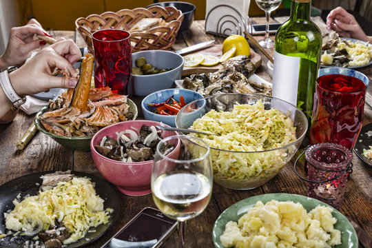 dinner table, dinner, snack, food, healthy, rustic, salad,eating outdoors, Family, appetizers, Close up,