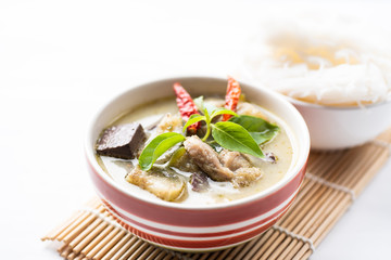 Green curry chicken (Kang Keaw Wan Gai) in a bowl and rice noodles, Thai food