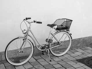 Retro Fahrrad an einer Hauswand