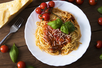 spaghetti bolognese with tomato sauce, cheese and basil