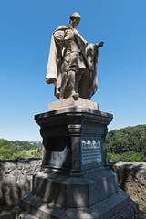 Stores à enrouleur Artistique King Conrad 1 of monument on the Bodenstein above the Lahn River east of Runkel, Hesse, Germany
