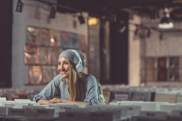Spoed Foto op Canvas Muziekwinkel Smiling girl with headphones