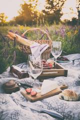 Foto auf AluDibond Picknick Picnic in the meadow