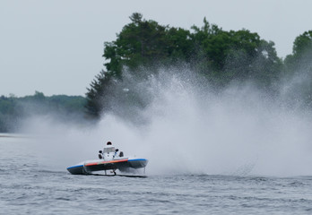 Hydroplane at top speed