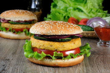 A simple and tasty dish of chickpeas or Nut Burger.