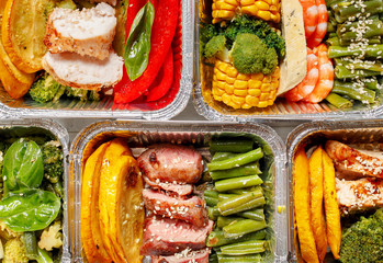Healthy meal prep containers with vegetables, chicken, beef and shrimp grilled. Close-up, view top. Papier Peint