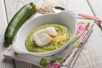 poached egg with zucchinis cream